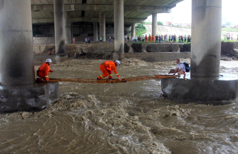 On the front lines of China's flood battle