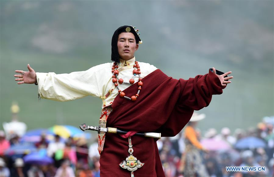 Traditional Tibetan costumes presented during fashion show ...