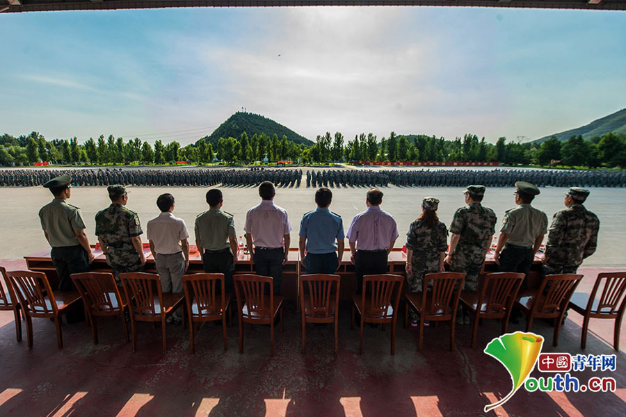 Chinese students receive military training