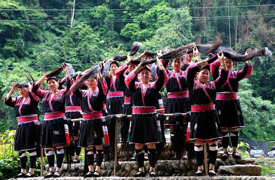 Huangluo: China's 'long hair village'