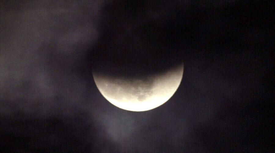 """【环球网综合报道】据""""今日俄罗斯""""新闻网9月27日报道,预计9月30日将出现罕见的""""黑月亮"""",这个消息让一些末世论者颇为关注,他们认为这将是""""世界末日的预兆""""。"""