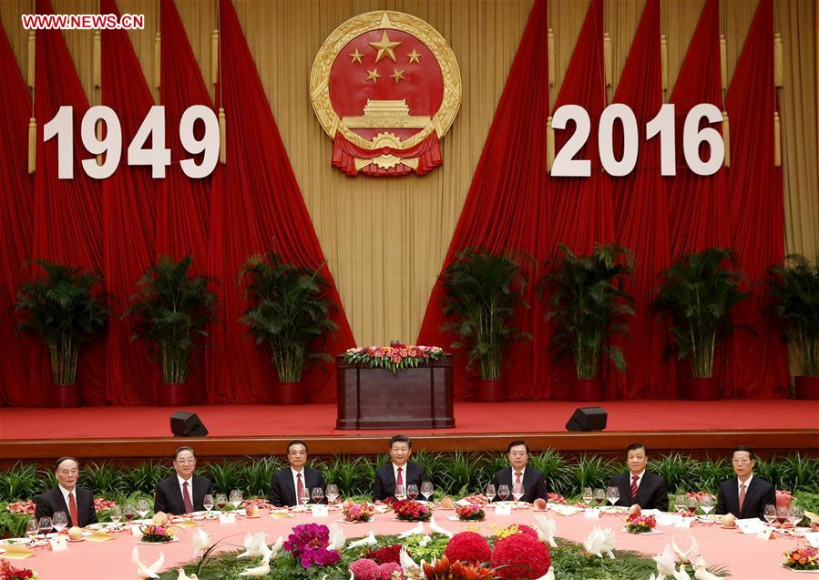 Chinese President Xi Jinping (C), Premier Li Keqiang (3rd L), and senior leaders Zhang Dejiang (3rd R), Yu Zhengsheng (2nd L), Liu Yunshan (2nd R), Wang Qishan (1st L) and Zhang Gaoli (1st R) attend a reception held by the State Council to celebrate the 67th anniversary of the founding of the People's Republic of China, in Beijing, capital of China, Sept. 30, 2016. (Xinhua/Ju Peng)