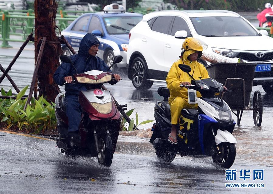 (晚报)海南出现强降雨天气