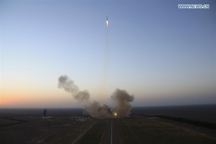 CHINA-JIUQUAN-SPACECRAFT-SHENZHOU-11-LAUNCH (CN)