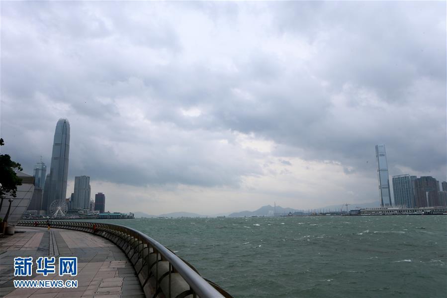 这是10月21日拍摄的香港维多利亚湾景象。新华社记者 李鹏 摄