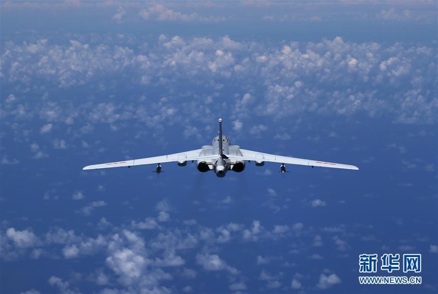 (军事)(1)中国空军多型战机同时飞越巴士海峡宫古海峡