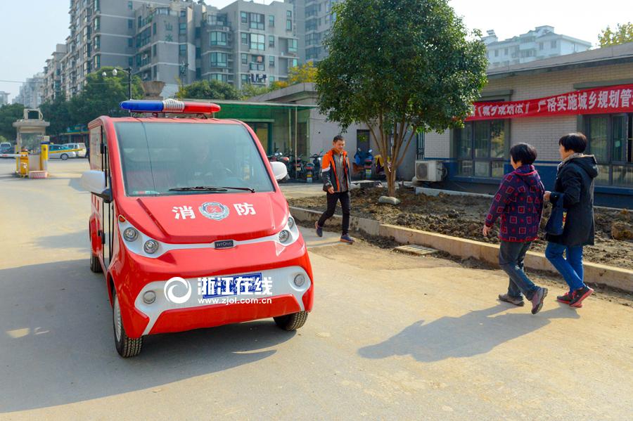 小身材有大功效 杭州城中村配备微型消防车