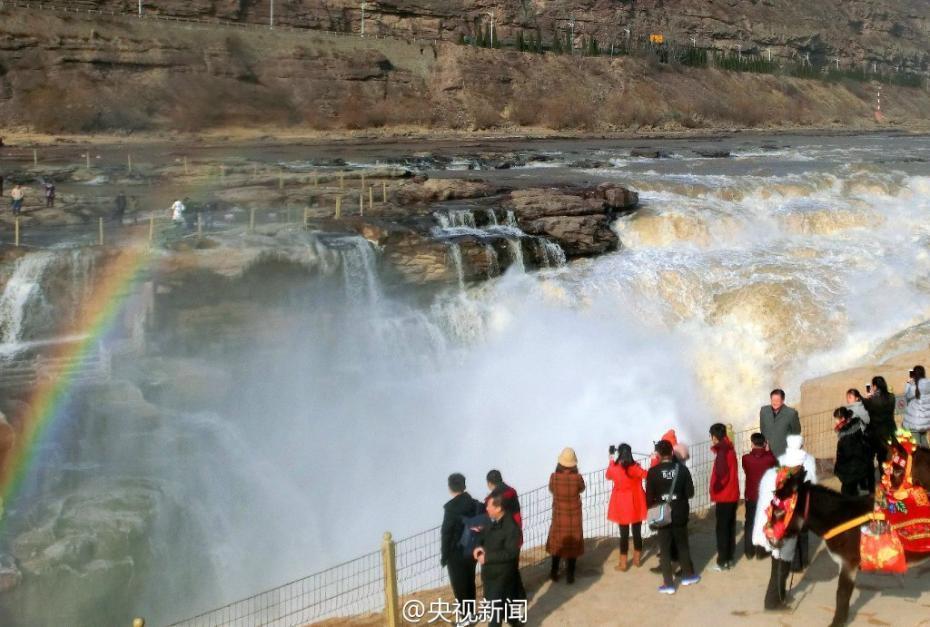 壶口瀑布现冬季美景 彩虹冰挂齐上阵