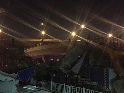 河南郑州市一高架桥发生坍塌 已造成1死8伤