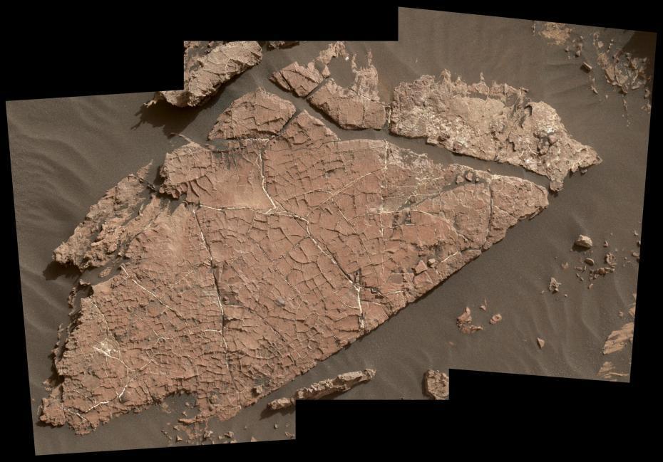 火星发现30亿年前泥裂痕迹 或可证明曾经有水