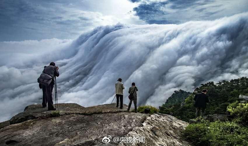 壯觀!廬山現瀑布雲 流轉山澗【3】