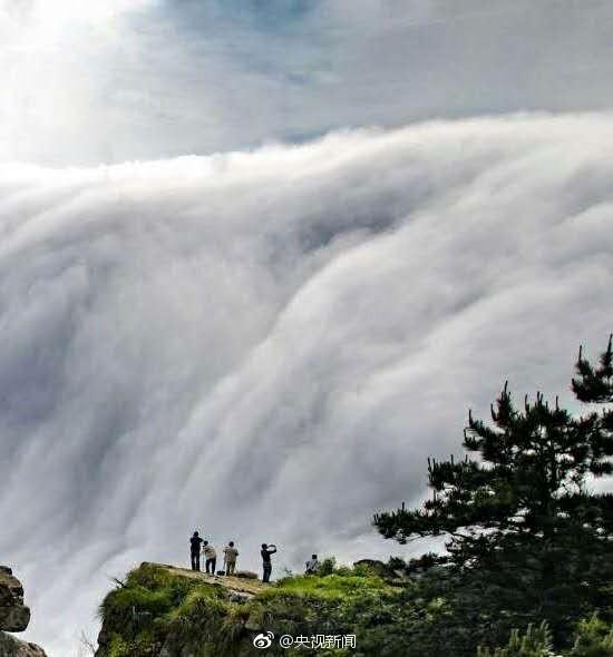 壯觀!廬山現瀑布雲 流轉山澗【8】