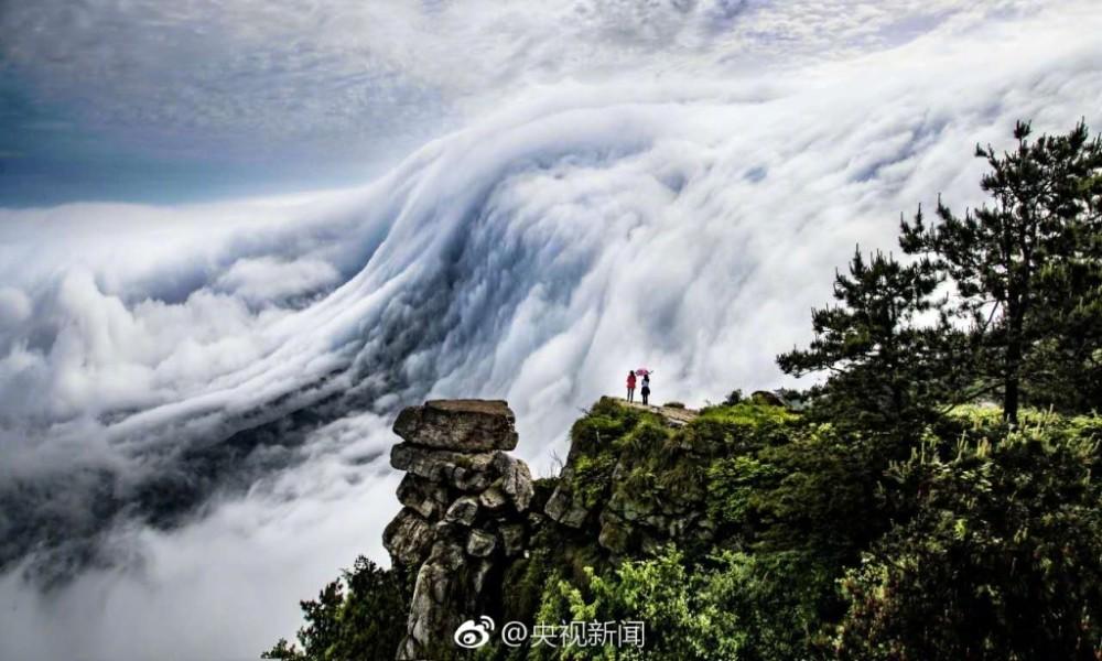 壮观!庐山现瀑布云 流转山涧【2】