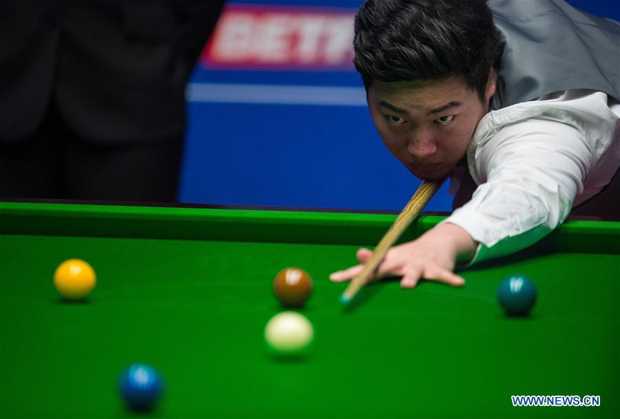 Chinese teenager Yan beaten by Murphy in snooker worlds