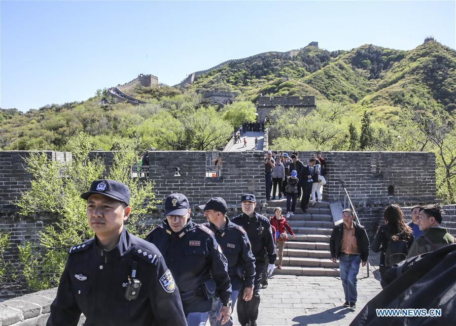 CHINA-BEIJING-ITALY-GREAT WALL-JOINT PATROL (CN)