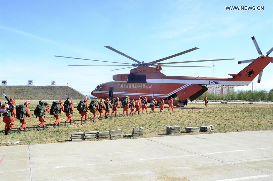 Fire fighters head for forest fire site in N China's Inner Mongolia