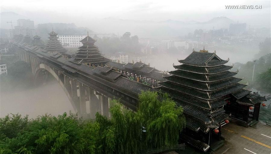 Fog shrouds all sceneries at county in S China's Guangxi