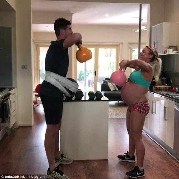 澳准妈妈生产前数小时病房内坚持健身 网友疯狂点赞