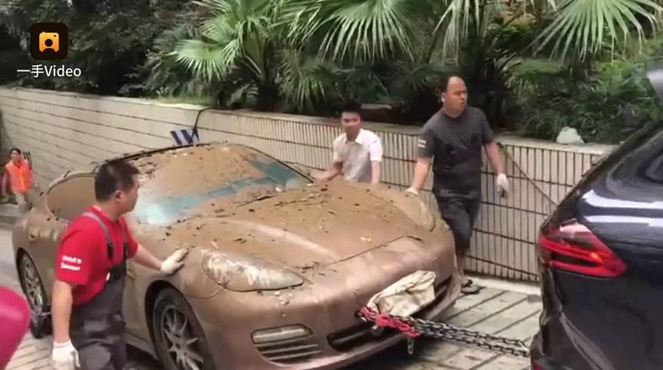 昆明暴雨淹车库 83辆私家车泡水3天