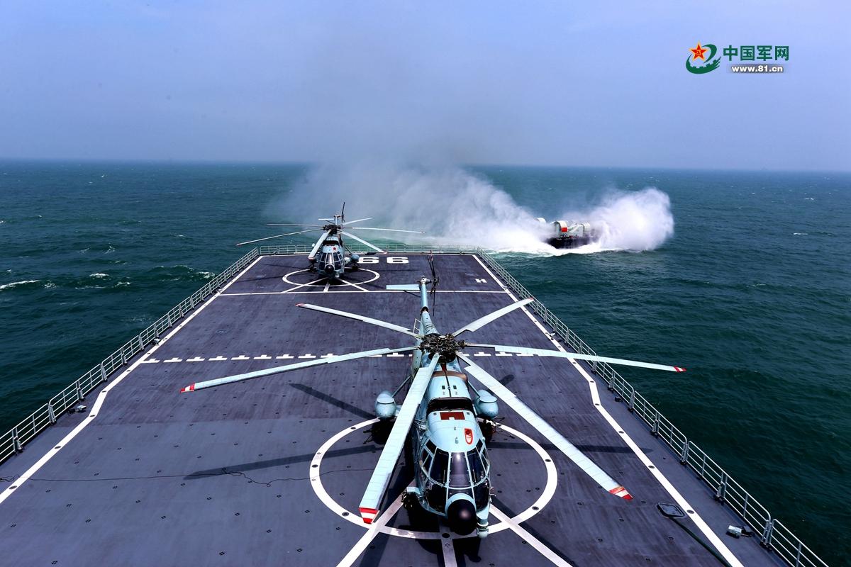 8月13日,舰、机、艇协同出击。刘健 摄