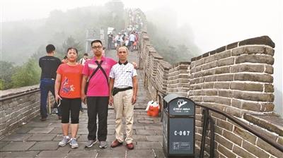 廣西桂林一米粉店主送兒子上清華 隸書體歇業通知意外走紅網絡