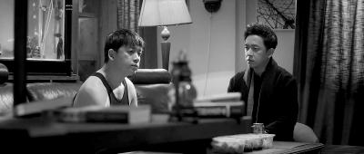 网剧《白夜追凶》收获好评 潘粤明一人挑战性格迥异双胞胎