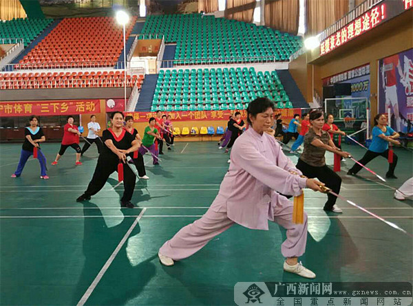 """南宁市体育""""三下乡""""活动走进马山"""