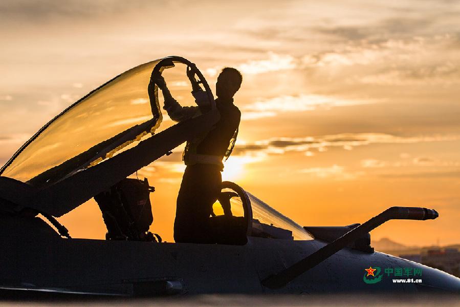 走进空军人的战斗阵地 感受光影之美