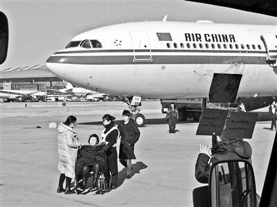 女乘客不适致航班返航后拒下飞机或面临罚款或拘留