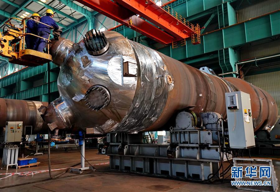 """(科技)(1)我国核电出口产品""""华龙一号""""核电机组蒸汽发生器完成总装"""