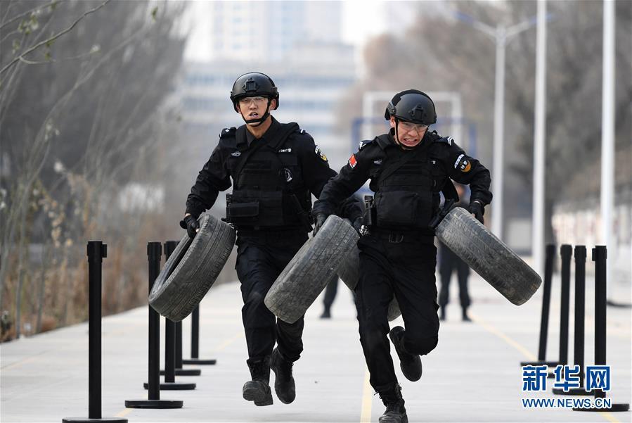 (社会)(1)兰铁特警开展冬训练兵活动