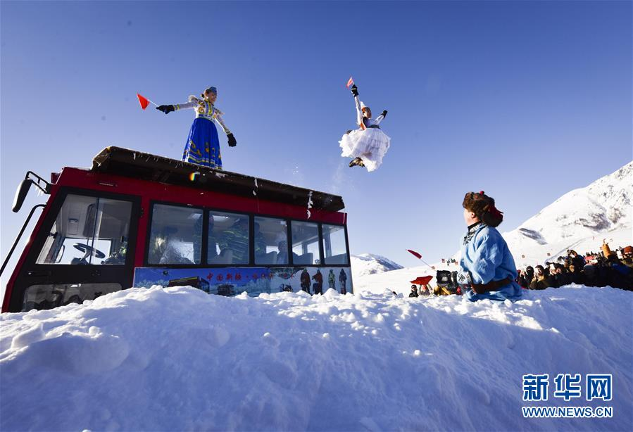 (社会)(1)新疆举行首届禾木国际泼雪节