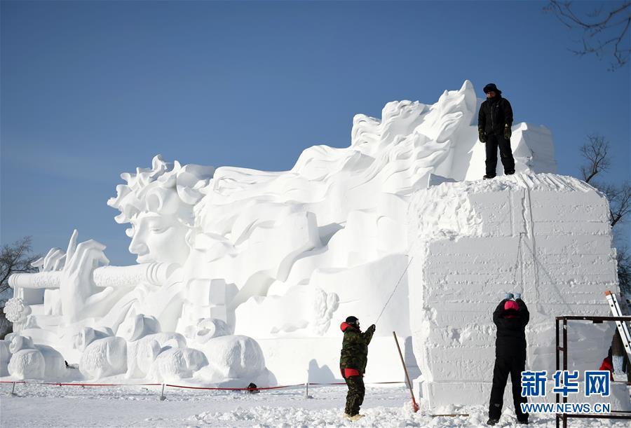 (社会)(1)哈尔滨:国际雪雕比赛开铲