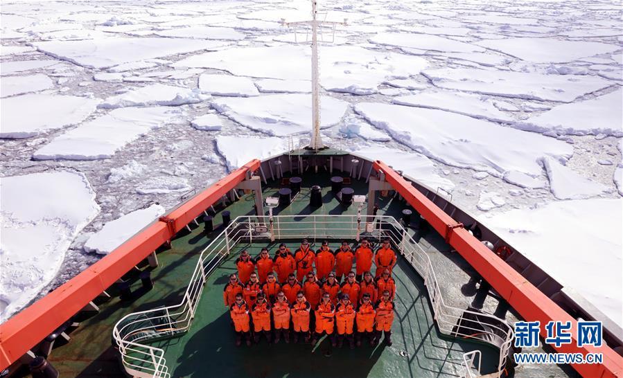 (图文互动)(1)中国南极新建站大型工程装备运上恩克斯堡岛