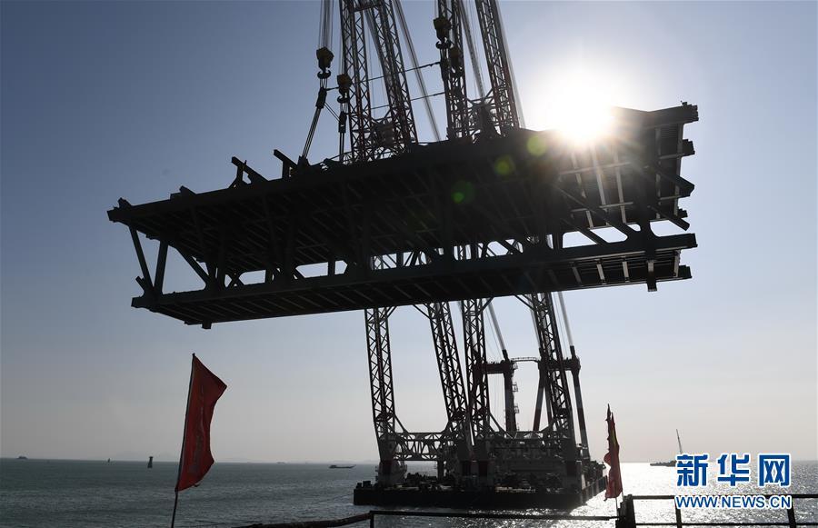 (新时代新气象新作为)(9)平潭海峡公铁两用大桥首跨3400吨钢桁梁成功架设