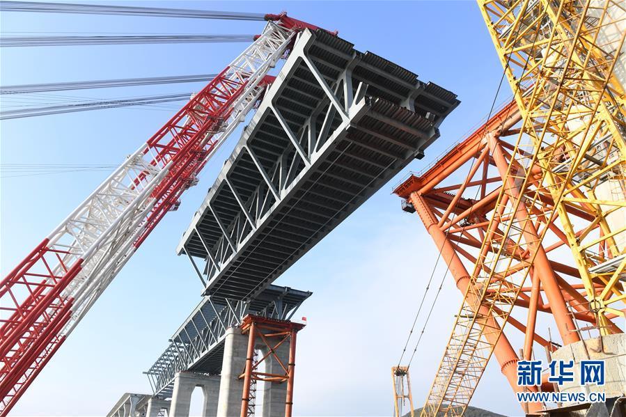 (新时代新气象新作为)(2)平潭海峡公铁两用大桥首跨3400吨钢桁梁成功架设