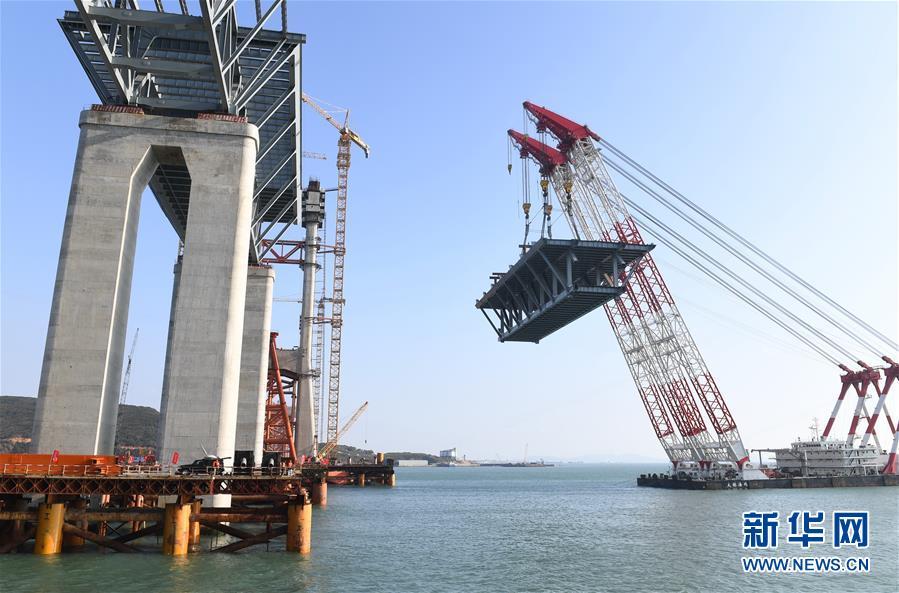 (新时代新气象新作为)(1)平潭海峡公铁两用大桥首跨3400吨钢桁梁成功架设
