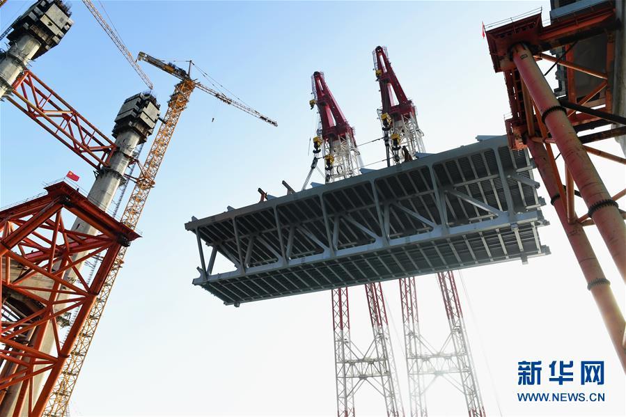 (新时代新气象新作为)(10)平潭海峡公铁两用大桥首跨3400吨钢桁梁成功架设