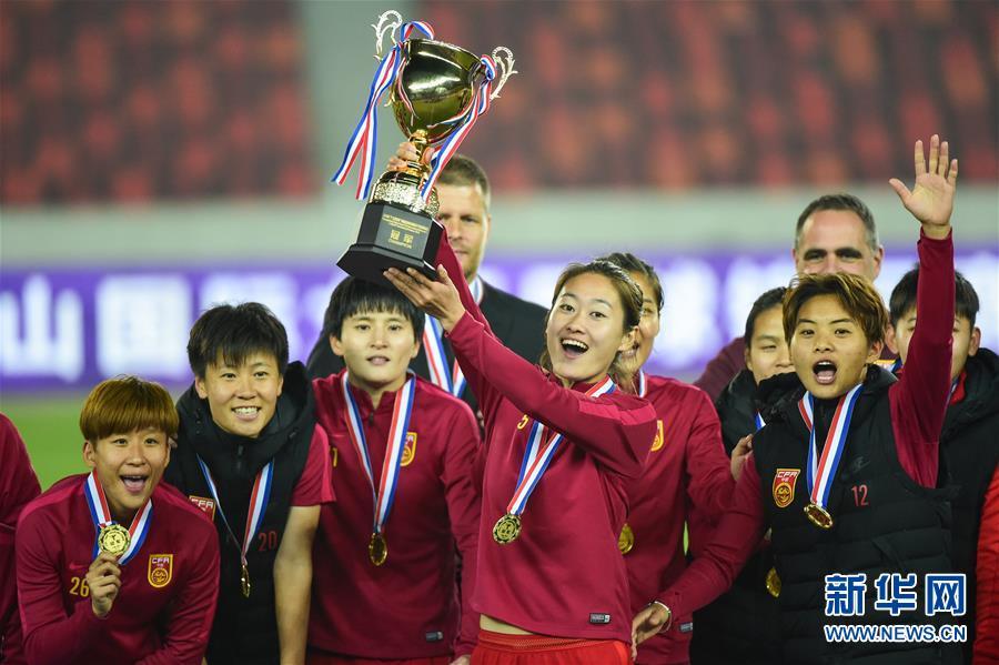 (体育)(1)足球――国际女足锦标赛:中国队夺冠