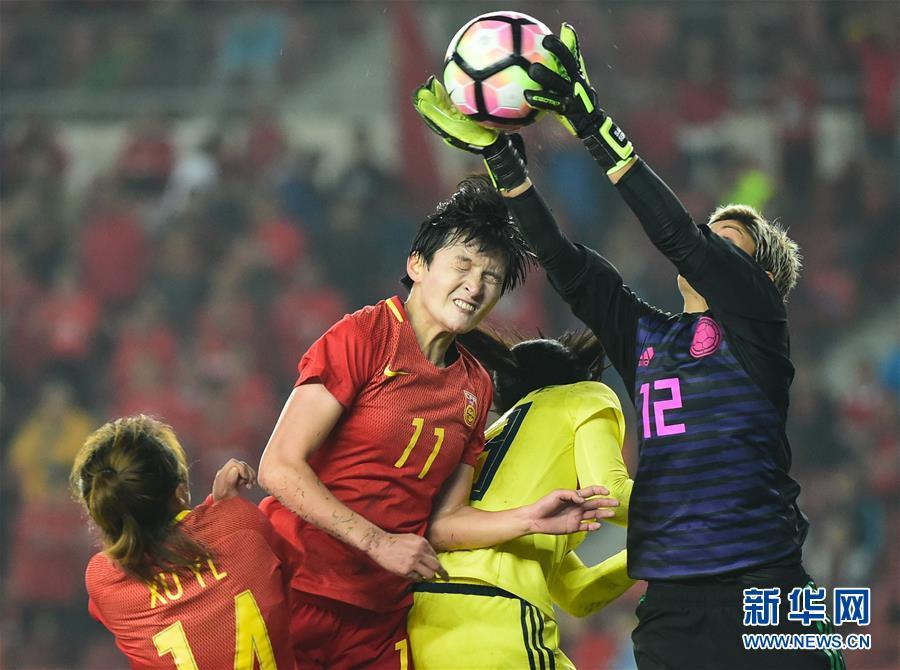 (体育)(12)足球――国际女足锦标赛:中国队夺冠