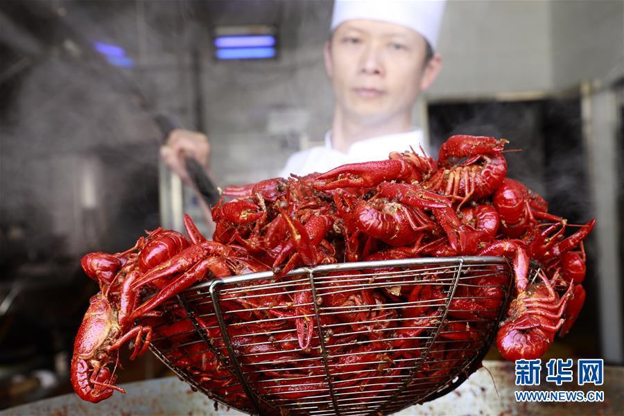 """#(经济)(1)""""盱眙龙虾""""年味飘香"""