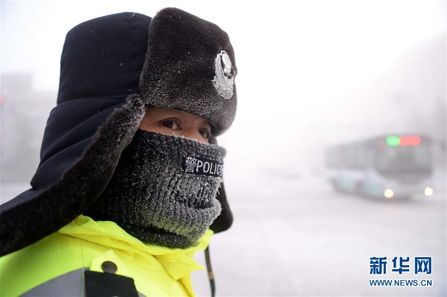 """(社会)(2)严冬中的城市""""卫士"""""""