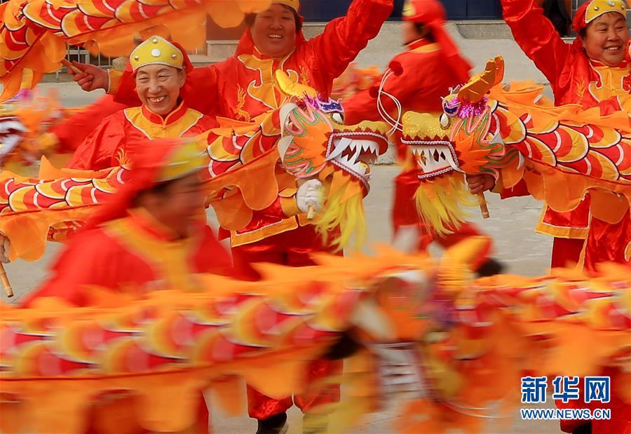 """#(文化)(4)排练""""手龙舞"""" 喜迎佳节来"""
