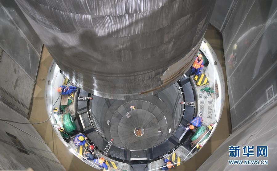 """(新时代新气象新作为)(7)""""华龙一号""""全球首堆压力容器成功吊装"""