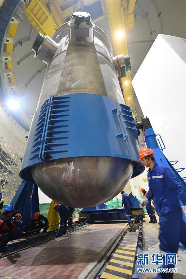 """(新时代新气象新作为)(2)""""华龙一号""""全球首堆压力容器成功吊装"""
