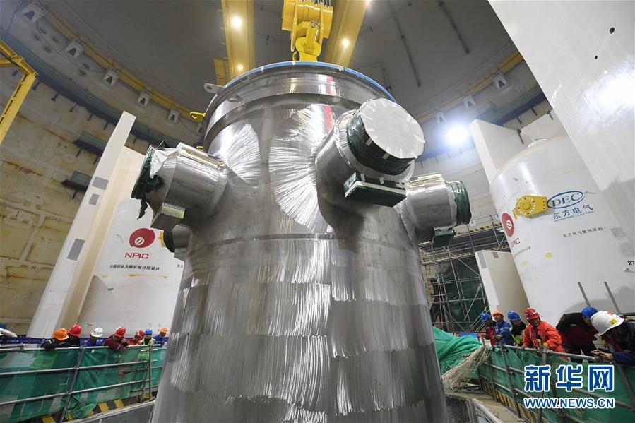 """(新时代新气象新作为)(5)""""华龙一号""""全球首堆压力容器成功吊装"""