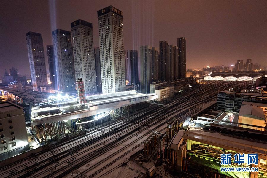 (经济)(1)武汉:极不平衡转体桥转体成功
