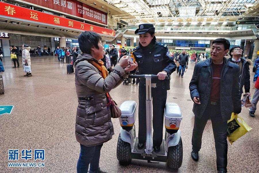 (关注春运)北京:铁警全力保平安
