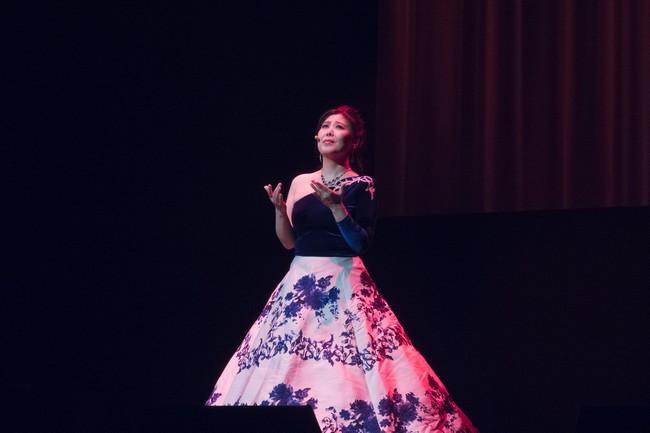 王蓓蓓在伦敦O2剧场现场演唱《中国梦》