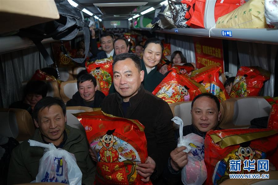 (新春走基层)(3)农民工的春节专车――长途大巴返乡记